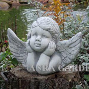 Figura aniołka- zamyślony