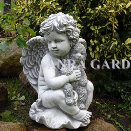Figura aniołka z misiem
