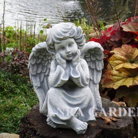Figura aniołka -zamyślony