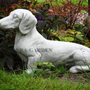 Figura betonowa psa -jamnik