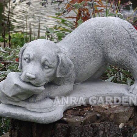 Figura psa z butem