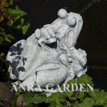 Fontanna ogrodowa – 3 żabki