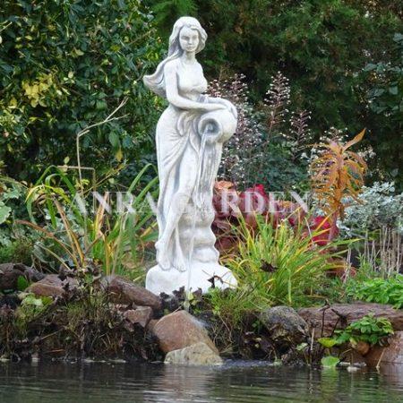 Fontanna – figura kobieta z dzbanem