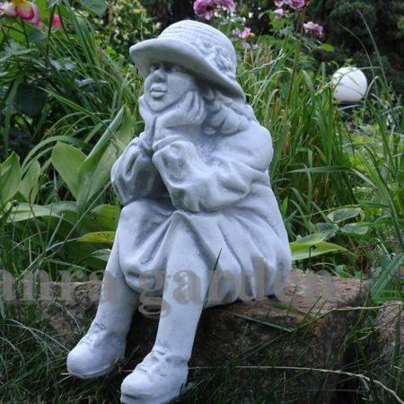 Figura betonowa - babcia