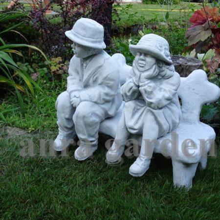 Figura betonowa - babcia i dziadek na ławce