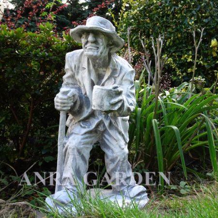 Figura ogrodowa betonowa - starzec , żebrak